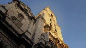 Niskiego kąta ranek Ustanawia strzał wierza bazylika San Fransisco De Asis zbiory wideo