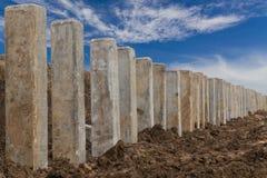 Niskiego kąta widok, betonowy słup z niebem Zdjęcia Stock
