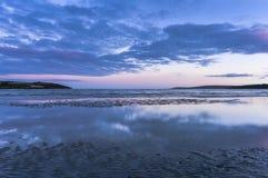 Niskiego kąta widok morze przeciw chmurom podczas zmierzchu, Irlandia zdjęcie royalty free
