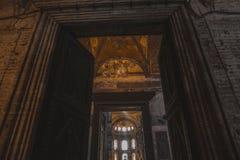 niskiego kąta widok otwarte drzwi w suleymaniye meczecie Obraz Royalty Free