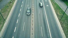 Niskiej wysokości antena strzelał miasto autostrada z autobusowymi pasami ruchu zbiory