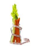 Niskokaloryczny warzywo z pomiarową taśmą Fotografia Royalty Free