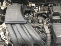 Nissan die alten marschieren car's und schmutzige Maschine lizenzfreie stockbilder