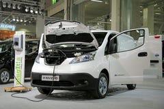Nissan Electric Van e-nv200 che carica batteria Immagini Stock
