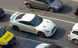 Nissan GTR im Verkehr Stockbilder