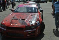 Nissan-horizon r34, Brandgevaarlijke lichten, controleurs op rassenafwijking Stock Afbeeldingen