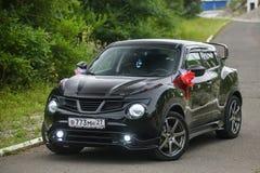 Nissan Juke adornó para casarse el paseo imagen de archivo