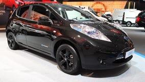 Nissan Leaf full elkraft noll utsläppbil arkivfilmer
