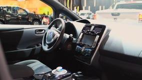 Nissan Leaf full elkraft noll utsläppbilinre arkivfilmer