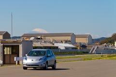 Nissan Leaf met Onderstel Fuji Stock Foto's