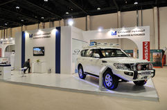 Nissan Petrol bij Abu Dhabi International Hunting en Ruitertentoonstelling (ADIHEX) royalty-vrije stock afbeelding