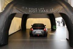Nissan visade på den 3rd upplagan av MOTO-SHOWEN i Cracow Royaltyfri Bild