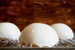 Nissehallonglass Är massovoekakan från enkräm, generovanihallon utan socker och grunden av Arkivbild