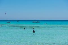 Nissi海滩胜地 白色沙子和透明的海水 Cypr 免版税库存图片