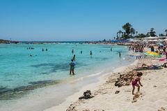 Nissi海滩胜地 白色沙子和透明的海水 Cypr 图库摄影