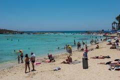 Nissi海滩胜地 白色沙子和透明的海水 Cypr 免版税库存照片