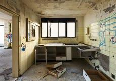 Niszcząca stara kuchnia zdjęcia royalty free