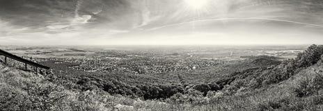 Nitra市的全景从Zobor小山的,无色 库存图片