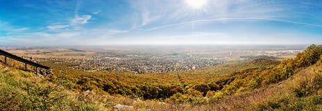Nitra市的全景从Zobor小山,黄色过滤器的 免版税库存照片