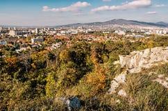 Nitra miasto i Zobor wzgórze w jesieni, koloru żółtego filtr Zdjęcia Royalty Free