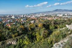 Nitra staden under den Zobor kullen, i höst, stads- plats Royaltyfria Bilder