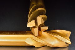 Nitrure titanique de cannelure des coupeurs de fraisage 4 enduite Images libres de droits