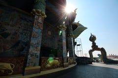Nivå skjuten thai tempel i Thailand Arkivbild