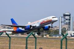 Nivå som avgår från den Alicante flygplatsen Royaltyfria Bilder