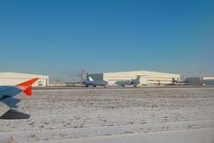 Nivåer och hangarer på flygplatsen kazan russia royaltyfri fotografi