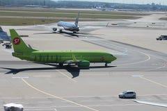 Nivåer på den Frankfurt flygplatsen Arkivfoto