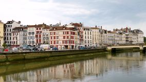 Nive, een rivier in Bayonne