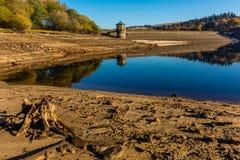 Niveau bas de l'eau de réservoir Image libre de droits