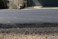 Niveau noir de couche de surface de construction d'asphalte avec le macadam Images libres de droits