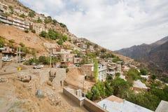 Niveaus met baksteenhuizen in bergdorp Royalty-vrije Stock Foto's