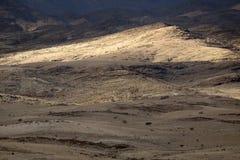 Niveaux divers d'une gamme de montagne Avec la belle lumi?re image stock