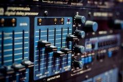 Niveaux sur l'équipement audio d'égaliseur électronique professionnel Images libres de droits