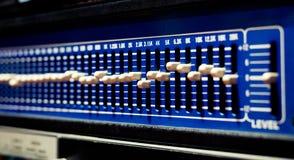 Niveaux sur l'équipement audio d'égaliseur électronique professionnel Images stock