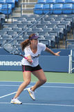 As práticas profissionais de Anastasia Pavlyuchenkova do jogador de ténis para E.U. abrem no rei Nacional Tênis Centro de Billie J Imagem de Stock