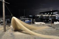 Nivelamento. Rede de pesca a secar no molhe Imagens de Stock