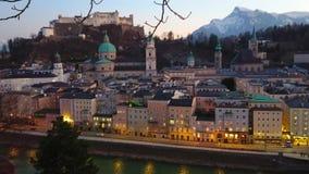 Nivelando a arquitetura da cidade de Salzburg, Áustria video estoque