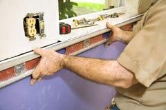 Nivelando o Drywall Foto de Stock