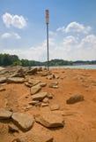 Niveles 2008 del agua inferior de Lanier del lago Imagenes de archivo