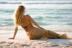 Nixe auf dem Strand Stockbilder
