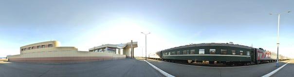 Nizhnevartovsk, el ferrocarril más grande del ferrocarril Nizhnevartovsk de la estación terminal Fotografía de archivo