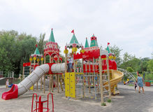 Nizhny Novgorod俄国 - 8月03日 2016年 儿童操场比赛复合体在公园瑞士 库存图片