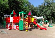 Nizhny Novgorod俄国 - 8月01日 2016年 儿童操场比赛复合体在Kulibina公园 库存照片