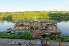 Nizhny Novgorod俄国 - 6月14日 2016年 在河Oka的Debarkater 图库摄影