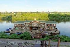 Nizhny Novgorod俄国 - 6月14日 2016年 在河Oka的Debarkater 库存图片
