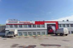 Nizhny Novgorod俄国 - 5月05日 2016年 在街道Delovaya上的汽车零件商店Ixora 库存图片