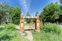 Nizhny Novgorod俄国 - 6月30日 2016年 儿童街道的Zalomova ` s操场 免版税库存照片